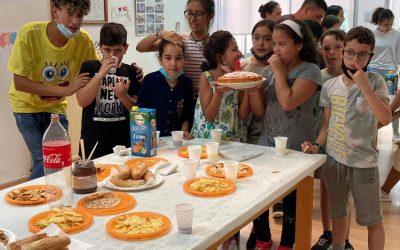 El voluntariat del programa europeu BRIDGES enceta les vacances i s'acomiada fins al setembre amb una festa estiuenca per donar per finalitzada l'activitat en el marc d'un casal d'estiu