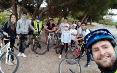 El taller de cicloturisme del programa europeu BRIDGES afavoreix la integració cultural i social dels més joves